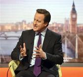 Premiê britânico, David Cameron, fala durante o programa da BBC Andrew Marr Show, em Londres. Cameron, minimizou a perspectiva de ser realizado no curto prazo um plebiscito sobre a participação da Grã-Bretanha na União Europeia. 06/01/2013 REUTERS/Jeff Overs/BBC/Divulgação