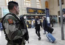 """Gare Saint-Charles, à Marseille. L'intervention au Mali ayant accentué la menace terroriste, le gouvernement français a renforcé son plan Vigipirate au niveau """"rouge"""", sans aller jusqu'à activer le niveau culminant """"écarlate"""", prévu en cas d'attentat imminent. /Photo d'archives/REUTERS/Jean-Paul Pélissier"""