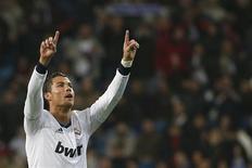 Cristiano Ronaldo, do Real Madrid, comemora gol durante partida contra o Celta Vigo pela Copa do Rei, em Madri. A ansiedade do Real Madrid para conquistar seu 10º título da Liga dos Campeões coloca a equipe sob maior pressão do que o Manchester United para o confronto entre as equipes pelas oitavas de final da Liga dos Campeões, disse o atacante. 09/01/2013 REUTERS/Juan Medina