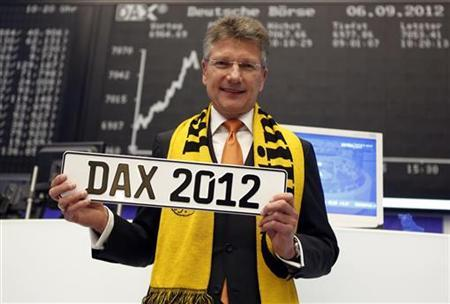 Elmar Degenhart, CEO of Germany's Continental AG, poses for a picture in front of the DAX board at the Frankfurt stock exchange September 6, 2012. Continental returned after 45 months to Germany's benchmark DAX index. REUTERS/Alex Domanski (GERMANY - Tags: BUSINESS)