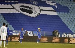 Le Sporting club de Bastia, dont le stade a été suspendu pour trois matches à la suite de nombreux incidents, affrontera le Stade Rennais à Gueugnon dimanche en Ligue 1. /Photo prise le 12 décembre 2012/REUTERS/Pierre Murati