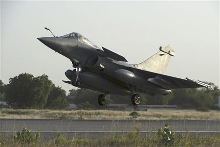 A French Rafale fighter jet lands in Ndjamena, Chad before being deployed in Mali, in this picture provided by the French Military Communications Audiovisual office (ECPAD) and taken on January 13, 2013. Nicolas-Nelson Richard/ECPAD/Handout