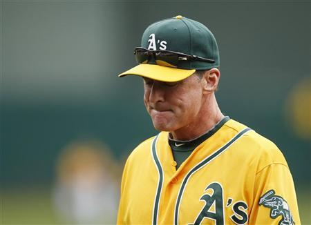 Oakland Athletics manager Bob Melvin returns to the dugout out after taking pitcher A.J. Griffin out of the game for tightness in his right shoulder during the second inning of their MLB baseball game against the Toronto Blue Jays in Oakland August 4, 2012. REUTERS/Beck Diefenbach