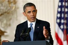 """El presidente de EEUU, Barack Obama, dijo el lunes que esta semana presentará formalmente una lista de """"pasos sensatos, de sentido común"""" del vicepresidente Joe Biden para reducir la violencia armada, y prometió trabajar firmemente para aplicarlas. En la imagen, el presidente de EEUU, Barack Obama, responde preguntas de los periodistas en al Casa Blanca, en Washington, el 14 de enero de 2013. REUTERS/Jonathan Ernst"""
