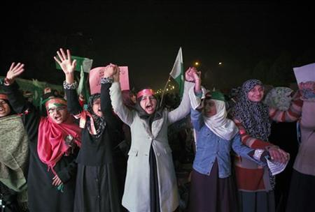 Supporters of Muhammad Tahirul Qadri, leader of Mihaj-ul-Quran shout slogans during a protest in Islamabad January 14, 2013. REUTERS/Mian Khursheed