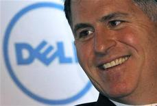 Dell está en conversaciones con empresas de capital riesgo sobre un potencial acuerdo de compra, dijeron a Reuters, dos fuentes conocedoras de la situación, confirmando unas noticias que llevaron a las acciones del tercer mayor fabricante mundial de ordenadores personales a casi su nivel máximo en ocho meses. Imagen de archivo del fundador y consejero delegado de la empresa, Michael Dell, en una conferencia empresarial en la capital india, Nueva Delhi, celebrada en marzo de 2011. REUTERS/B Mathur