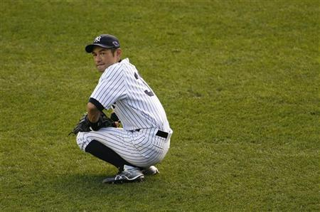 New York Yankees left fielder Ichiro Suzuki pauses during a break in play against the Detroit Tigers in the seventh inning of Game 2 of their MLB ALCS playoff baseball series in New York, October 14, 2012. REUTERS/Ray Stubblebine