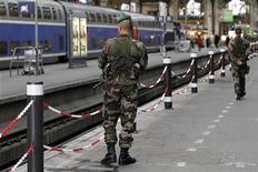 Gare de Lyon, à Paris. Manuel Valls, le ministre de l'Intérieur, a déclaré mardi que les forces de sécurité étaient mobilisées en France contre les menaces d'attentats liées à l'intervention militaire française au Mali. /Photo d'archives/REUTERS/Charles Platiau