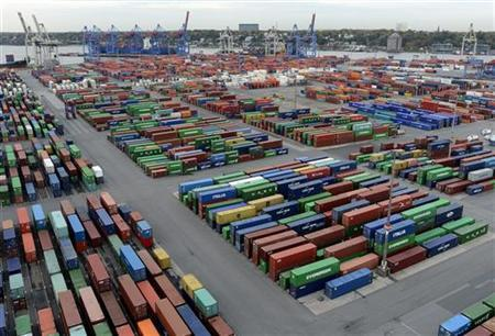 Containers are seen at the container terminal ''Burchardkai'' of the Hamburger Hafen und Logistik AG (HHLA) in the harbour of Hamburg October 17, 2012. REUTERS/Fabian Bimmer (GERMANY - Tags: BUSINESS MARITIME)