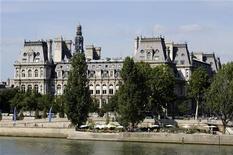 L'Hôtel de Ville de Paris. L'UMP organisera des primaires ouvertes, d'ici à avril ou mai, en vue de désigner son chef de file pour les élections municipales à Paris en 2014, annonce Jean-François Copé dans L'Express. /Photo d'archives/REUTERS/Jacky Naegelen