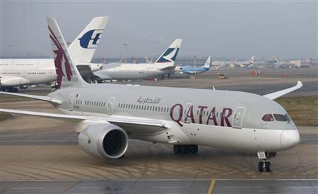 Qatar Airways new Boeing 787 Dreamliner taxis after arriving on it's inaugural flight to Heathrow Airport, west London December 13, 2012. REUTERS/Andrew Winning