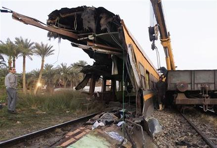 Egyptian workers remove the wreckage of a military train crash in the Giza neighbourhood of Badrashin, about 40 km (25 miles) west of Cairo, January 15, 2013. REUTERS/Mohamed Abd El Ghany