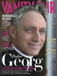 """El arzobispo Georg Ganswein, secretario personal del papa Benedicto XVI y conocido como """"Bello Jorge"""" por los medios italianos, se ha convertido en un auténtico chico de portada. El prelado ha sido retratado para la portada de Vanity Fair. En la imagen, la portada de la revista, difundida el 15 de enero de 2013. REUTERS/Vanity Fair press office"""
