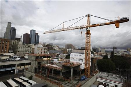 Apartments are seen under construction in Los Angeles, California, December 18, 2012. REUTERS/Lucy Nicholson/Files