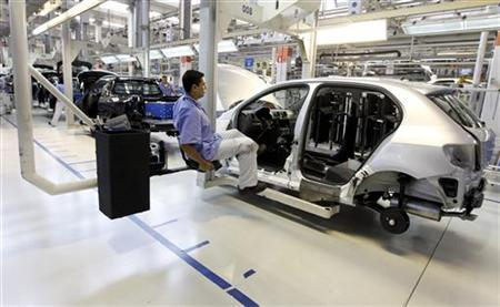 Workers assemble a Volkswagen car at Sao Bernardo do Campo Volkswagen plant, near Sao Paulo, April 6, 2011. REUTERS/Nacho Doce