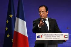 Integristas somalíes relacionados con Al Qaeda han condenado a muerte a un agente francés que tienen secuestrado, varios días después de un fallido intento de rescate por parte de un comando francés, dijo el miércoles el grupo rebelde Al Shabaab. En la imagen, el presidente francés, François Hollande, en Dubái el 15 de enero de 2013. REUTERS/Jumana ElHeloueh