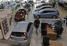 Vendas de veículos na Europa caem e atingem menor nível desde 1995. Licenciamentos na União Europeia retrocederam 16,3 por cento em dezembro. 15/01/2013 REUTERS/Alexander Demianchuk