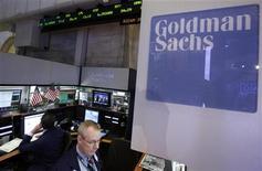 Le bénéfice de Goldman Sachs a quasiment triplé au quatrième trimestre, grâce à une amélioration des valorisations sur les marchés boursier et obligataire, à une croissance des revenus dans les fusions et acquisitions et à une diminution des charges liées aux rémunérations. /Photo d'archives/REUTERS/Brendan McDermid