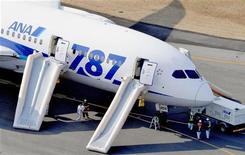 All Nippon Airways e Japan Airlines suspenderam voos com Boeing 787 após novo incidente. Alguns sugerem que a pressa da companhia em compensar atrasos resultou nas falhas. 16/02/2013 REUTERS/Kyodo