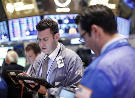 Traders work on the floor of the New York Stock Exchange, January 14, 2013. REUTERS/Brendan McDermid/Files
