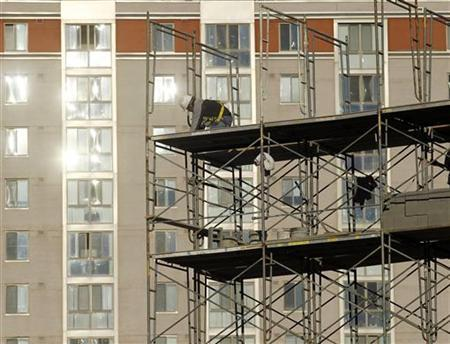 A construction worker erects scaffolding at a new apartment complex under construction in Silver Spring, Maryland January 31, 2012. REUTERS/Gary Cameron