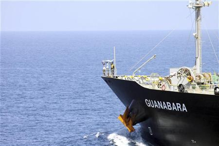 Suspected pirates indicate their surrender with a white cloth on the bow of the Japanese-owned commercial oil tanker M/V Guanabara in the Arabian Sea off the Coast of Somalia March 6, 2011 in this picture released to Reuters March 7, 2011. REUTERS/Seaman Anna Wade/U.S. Navy photo/Handout
