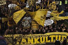 Le champion d'Allemagne en titre, Dortmund, a écopé d'une amende de 20.000 euros de la Fédération allemande de football pour des incidents impliquant ses supporters lors de matches de Bundesliga à domicile. /Photo d'archives/REUTERS/Ina Fassbender