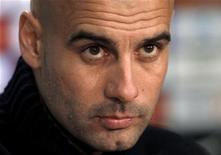L'ancien entraîneur du FC Barcelone Pep Guardiola officiera à partir de juillet sur le banc du Bayern Munich à la place de Jupp Heynckes, et s'est engagé jusqu'en juin 2016. /Photo prise le 7 février 2012/REUTERS/Gustau Nacarino