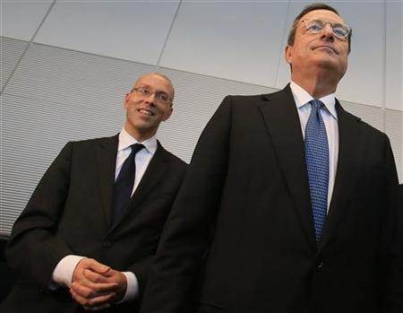 European Central Bank (ECB) Executive Board member Joerg Asmussen (L) and ECB President Mario Draghi pose for the media before speaking to German lawmakers in the Bundestag, in Berlin October 24, 2012. Draghi spoke on Wednesday before members of budget, European and financial affairs committees of Germany's lower house of parliament who fear his bond-buying plan to ease the region's debt crisis could fuel inflation and undermine the ECB's cherished independence. REUTERS/Tobias Schwarz (GERMANY - Tags: POLITICS)