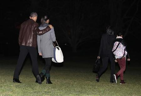 U.S. President Barack Obama walks with his daughter Malia, first lady Michelle Obama and daughter Sasha (R) on the South Lawn of the White House in Washington before the first family departure to Honolulu, Hawaii, December 21, 2012. REUTERS/Yuri Gripas/Files