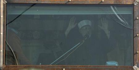 Sufi cleric and leader of the Minhaj-ul-Quran religious organisation Muhammad Tahirul Qadri addresses his supporters from behind the window of an armoured vehicle on the third day of protests in Islamabad January 16, 2013. REUTERS/Akhtar Soomro