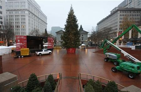The Christmas tree, target of Somali-born Osman Mohamud, is seen in Pioneer Courthouse Square in Portland, Oregon, November 27, 2010. REUTERS/Steve Dipaola/Files