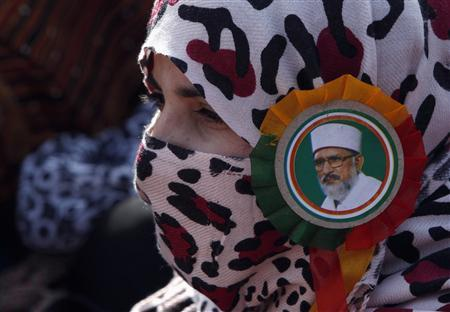 A supporter of Sufi cleric and leader of the Minhaj-ul-Quran religious organisation Muhammad Tahirul Qadri wears her leader's badge on her scarf during his speech on the third day of protests in Islamabad January 16, 2013. REUTERS/Akhtar Soomro