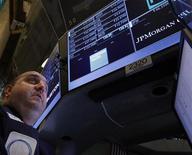 Un trader durante una seduta di borsa. REUTERS/Brendan McDermid