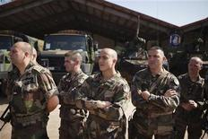 فرنسا توسع عملياتها في مالي وتشن أول هجوم بري على المتمردين الإسلاميين