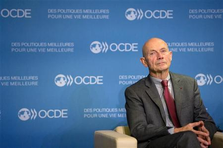 World Trade Organization (WTO) Director-General Pascal Lamy attends a press conference after a general meeting at the OECD headquarters in Paris October 29, 2012. REUTERS/Bertrand Langlois/Pool
