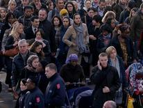 S'ils avaient une machine à voyager dans le temps, les sympathisants de gauche préfèreraient aller vivre dans le futur et ceux de droite dans le passé, selon un sondage BVA pour 20 Minutes. /Photo d'archives/REUTERS/Charles Platiau