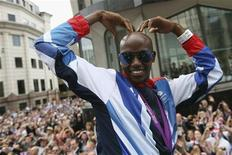 "Long distance runner Mo Farah makes his trademark ""Mobot"" pose during a parade of British Olympic and Paralympic athletes through London September 10, 2012. REUTERS/Dan Kitwood/Pool"