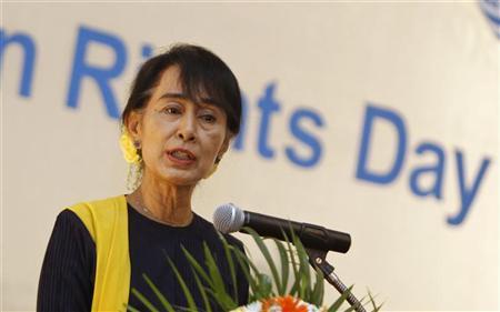 Myanmar pro-democracy leader Aung San Suu Kyi gives a speech on Human Rights Day at Inya Lake hotel in Yangon December 10, 2012. REUTERS/Soe Zeya Tun