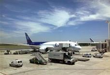 Investigação sobre problemas na bateria do jato 787 Dreamliner, da Boeing, obrigou companhias aéreas a colocar a maior parte da frota no chão. 11/01/2013. REUTERS/Alejandro Lifchitz