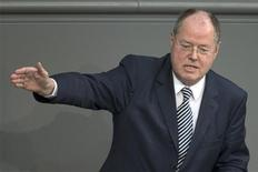 Peer Steinbrueck, Social Demrocratic top candidate for the 2013 German general election speaks during a debate about the European banking union in the lower house of parliament, the Bundestag, in Berlin, January 17, 2013. REUTERS/Thomas Peter