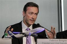 Airbus reportó una caída del 43 por ciento en los pedidos el año pasado y cedió su corona como el fabricante de aviones más grande del mundo a Boeing, pero ha predicho mejoras tanto en las órdenes como en las entregas para 2013, mientras las aerolíneas buscan reducir los costes del combustible. Imagen de Fabrice Bregier, presidente y consejero delegado de Airbus, en la rueda de prensa anual de la empresa celebrada el 17 de enero en su sede principal en la ciudad francesa de Toulouse. REUTERS/Jean-Philippe Arles