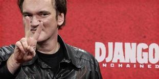 """Cineasta norte-americano Quentin Tarantino é visto durante estréia alemã do filme """"Django"""", em Berlim. A piada começa no batismo do protagonista. Parece altamente improvável que um escravo negro na América do século 19 se chamasse """"Django"""", nome que batiza heróis dos faroestes-espaguete que, entre vários outros, foram ingredientes básicos da eclética formação de Tarantino. 08/01/2013 REUTERS/Tobias Schwarz"""