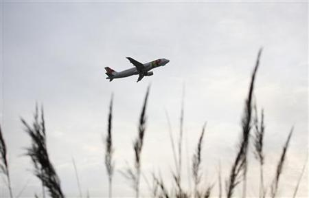 An Airbus jet of TAP Portugal airlines takes off in Lisbon airport December 20, 2012. REUTERS/Rafael Marchante (PORTUGAL - Tags: TRANSPORT)