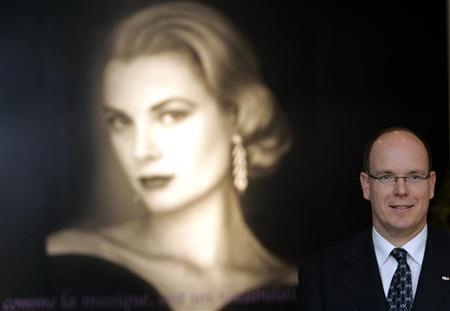 Prince Albert II of Monaco visits an exhibition of his mother Princess Grace Kelly in Tokyo April 23, 2007. REUTERS/Yuriko Nakao