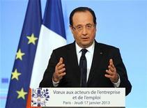 El presidente de Francia, François Hollande, durante un discurso en el palacio del Elíseo en París, ene 17 2013. La crisis de los rehenes en Argelia demuestra que la intervención francesa en Mali es justificada, dijo el jueves el presidente galo, François Hollande, después de que sus aliados de la Unión Europea acordaran el envío de una misión para formar al Ejército maliense contra los rebeldes vinculados con Al Qaeda que controlan el norte del país. REUTERS/Remy de la Mauviniere/Pool