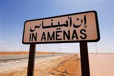 Treinta rehenes murieron, entre ellos al menos siete extranjeros, durante una operación de rescate de las fuerzas argelinas en una planta gasífera en el desierto capturada por militantes islamistas, dijo una fuente de seguridad local, en una de las mayores crisis internacionales con rehenes en décadas. En la imagen, un cartel indicador de In Amenas, aunos 100 kilómetros de la frontera de Argelia y Libia, en esta imagen sin fecha proporcionada por la firma noruega de petróleo Statoil, el 16 de enero de 2013. ESTA IMAGEN HA SIDO PROPORCIONADA POR UN TERCERO. REUTERS LA DISTRIBUYE, EXACTAMENTE COMO LA RECIBIÓ, COMO UN SERVICIO A SUS CLIENTES.