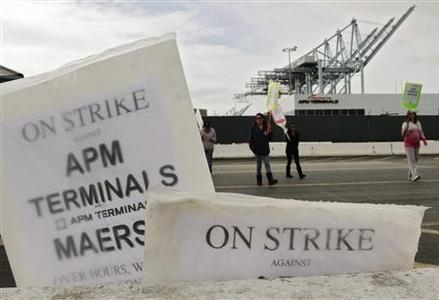 Members of the International Longshore and Warehouse Union Local 63 Office Clerical Unit walk a picket line during a strike near APM Terminals in Los Angeles, California in this file photo from December 2, 2012. REUTERS/Jonathan Alcorn/Files