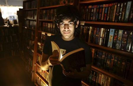 Aaron Swartz poses in a Borderland Books in San Francisco on February 4, 2008. REUTERS/Noah Berger/Files