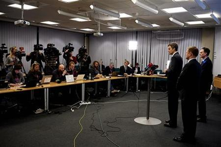 Statoils CEO Helge Lund (L) speaks next to director of foreign operations Lars Christian Bacher (C) and leader of secretariat Bjoen Otto Sverdrup about a hostage situation in Algeria, during a news conference in Stavanger January 17, 2013. REUTERS/Kent Skibstad/NTB Scanpix